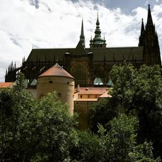 The largest #ancient #castle in the #world, the complex includes churches, gardens, alleyways, royal residences. The must see is St. Vitus Cathedral, Art Nouveau stained-glass windows & a wooden depiction of crucifixion, all information courtesy our tour guide, Tomas. #Love #Serene #Ambience #Gothic #Romanesque #Architecture #Praha #Prague #CeskaRepublika #CzechRepublic