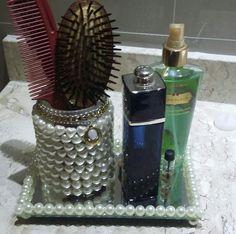 Porta escova de cabelo com bandeja de espelho R$79