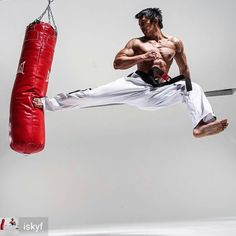 Your best choice in Martial Arts Gears online. Whether you are interested in kickboxing, karate, tae Martial Arts Gear, Martial Arts Workout, Martial Arts Training, Mixed Martial Arts, Boxing Workout, Judo, Muay Thai, Kung Fu, Boxe Mma