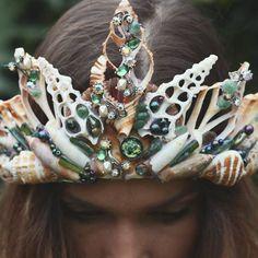 Happy Saturday my loves, this is an antique jewel mermaid crown 👑 and one of my favs #green #gemstones #crystals #antique #seashells #handmade #vintage #mystic #mermaids #mermaid #love