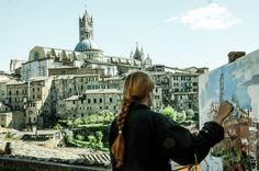 La pittrice del Duomo - Foto di Rafael Roland Mazzieiro su https://www.flickr.com/photos/mazzieiro/14771717853/lightbox/ - #Siena #Toscana #DuomoDiSiena