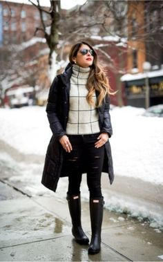 Turtle Neck Works Better in the Snow    Cold whether outfits   winter outfits ideas   What To Wear In The Snow   40 Warm Snow Outfit Ideas