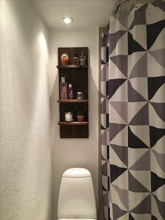 Hylde til opbevaring på badeværelse