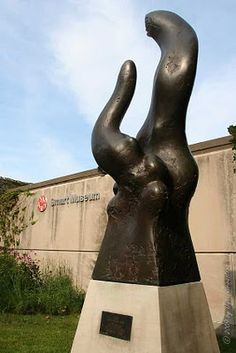 Public Art in Chicago: University of Chicago; Smart Museum [Why - by Richard Hunt]