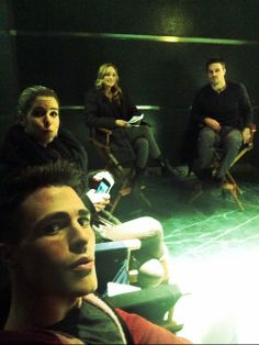 Arrow - Behind the scenes - Colton Haynes, Emily Bett Rickards, Caity Lotz, Stephen Amell