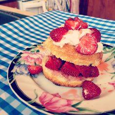 Shortcake aux fraises en portion individuelle de Martha! Un pur délice estival! -- Martha's Strawberry shortcake from Martha's American Food: pure summer deliciousness ! #MarthaChallenge