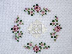 Flores no Jardim - Lee Albrecht: Harmonia em Hardanger! Baby Embroidery, Hardanger Embroidery, Cross Stitch Embroidery, Embroidery Patterns, Cross Stitch Boards, Just Cross Stitch, Cross Stitch Flowers, Cross Stitch Designs, Cross Stitch Patterns