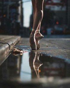Ideas Photography Dance Ballet - Dora A. Ballerina Photography, Dance Photography Poses, Dance Poses, Sport Photography, Photography Ideas, Ballet Pictures, Dance Pictures, Dance Images, Ballet Feet