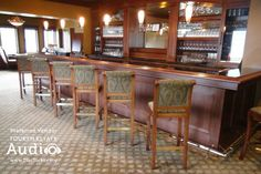 A fully stocked bar awaits your guests at the Evanston Golf Club. http://www.discjockey.org