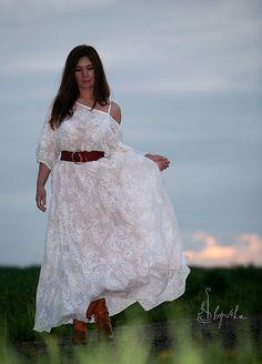 """Платье из льна и хлопка (50% лён+50% хлопок). Щедро """"инкрустировано"""" батистовым кружевом, вышитым шёлком. изюминка платья - пуговки, сделанные из натурального жемчуга."""