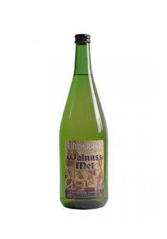 Hidromiel Einherjer - Walnut Mead  Hidromiel de nuez es hidromiel con un delicado aroma de nuez.  Cabe señalar que se trata de hidromiel artesanal  Detalles:   - Capacidad: 1.0 litros por botella - Contenido alcohólico: aprox. 11,5% vol.