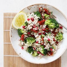 My broccoli, brown rice and sun-dried tomato salad is the perfect re-vamp on a typical salad. Tomato Rice, Tomato Salad, Brown Rice Salad, Healthy Snacks, Healthy Eating, Vegetarian Recipes, Healthy Recipes, Cooking Sweet Potatoes, Vegan Main Dishes