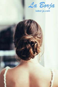 Have you ever wanted a gorgeous wedding hair style but don't want to spend a fortune? I can help!