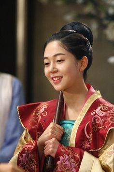 Baek Jin Hee The Empress Of China, Empress Ki, Korean Traditional Dress, Traditional Dresses, Choi Daniel, Baek Jin Hee, Korean Drama Stars, Dong Yi, Ha Ji Won