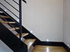 Escalier en bois et métal avec luminaire design Luminaire Design, Small Apartments, Stairs, Architecture, Inspiration, Home Decor, Blog, Images, Design Ideas