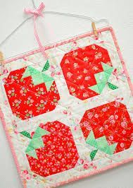 strawberry-quilt-pattern-mini-quilt-pattern-nadra-ridgeway-ellis-and-higgs-3 - ellis & higgs