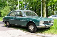Peugeot 504 - I would love to have this green one, just like it is.