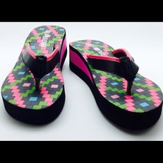 New With Tags Flatform Sandals Flip Flops