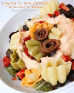 Ensalada de pasta con melón y salsa rosa de anchoas