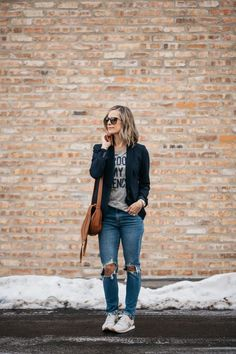 The Perfect Blazer + My One Regret | spring style | outfit idea | how to wear a blazer | mom jeans | casual outfit | mom style | chloe bag | levis | j crew #style #fashion