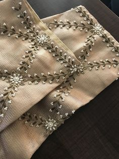 Hand Work Design, Hand Work Blouse Design, Simple Blouse Designs, Stylish Dress Designs, Fancy Blouse Designs, Bridal Blouse Designs, Hand Embroidery Dress, Kurti Embroidery Design, Embroidery Neck Designs