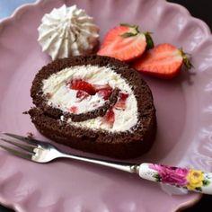 Rulada cu mascarpone si capsuni Lucky Cake, Hamburger, Cheesecake, Desserts, Mascarpone, Tailgate Desserts, Deserts, Cheesecakes, Postres