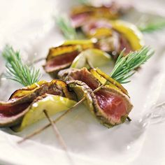 Planning the perfect garden party: food and drink Summer Salad Recipes, Summer Salads, Aperitivos Finger Food, Bbq Party, Grilling Recipes, Finger Foods, Yummy Treats, Food To Make, Food And Drink