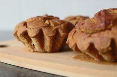 Uma versão ligeiramente diferente dos queques de batata doce que cheguei a publicar AQUI a 24 de Outubro de 2013. Vídeo O que levou: 70gr Farinha de arroz 164gr Batata doce cozida(peso a cru) 2 Ov…