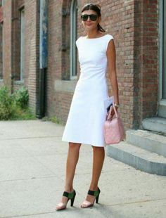 Vestido branco perfeito, simples e elegante.