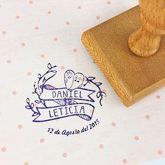 Sello personalizado para boda con nombres novios fecha y diseño de pájaros en www.vagalumedesigns.com