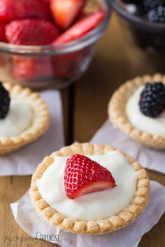 This super simple dessert recipe for Cream Cheese Tarts Topped with Fruit is what I'd consider the perfect Summer Dessert. Healthy Recipes, Tart Recipes, Fruit Recipes, Dessert Recipes, Healthy Snacks, Recipies, Cream Cheese Tart Recipe, Cream Cheese Recipes, Cream Cheeses