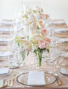 A row of pale pink blooms bring understated pretty to these @Four Seasons Hotel Boston tablescapes.