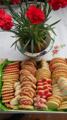Galletas en blanco y rojo. Red and white cookies. Natali's cooking