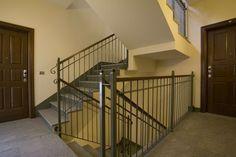 Palazzo Minerva. Vista della scala interna di accesso agli appartamenti. Canuto Costruzioni