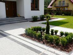 Zdjęcie nr 31 w galerii REALIZACJE PROJEKÓW KOSTKI BRUKOWEJ – Deccoria.pl Front Garden Landscape, Garden Landscaping, Small Front Gardens, Front Walkway, Iron Gates, Paths, Garden Design, Pergola, Sidewalk