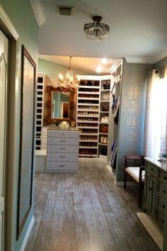 Master Bedroom With Bathroom And Walk In Closet 60+ closets com banheiros integrados – fotos lindas! | closet