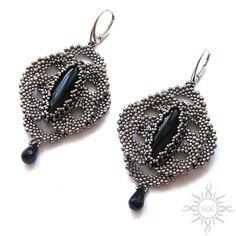 Anna Nieśpiałowska, Sol. Elegant beaded earrings with onyx and spinel. http://polandhandmade.pl/index.php/kategorie/beading/niespialowska-anna-sol/ #polandhandmade #earrings #onyx #beadwork #blackspinel #lace