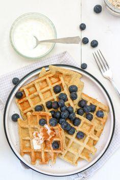 Banaan havermout wafels Healthy Treats, Healthy Baking, Sweet Breakfast, Breakfast Recipes, Pureed Food Recipes, Healthy Recipes, High Tea, Sweet Recipes, Food Porn