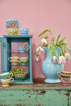 Lovely vintage teacups. Ceramic Tableware, Ceramic Mugs, Danish Interior Design, Vintage Teacups, Happy Colors, Cubbies, Lovely Things, Kitsch, Home Deco