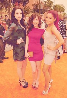 Ariana Grande, Elizabeth Gillies and Erin Sanders - Nickelodeon Kids Choice Awards 2012