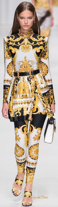 Versace Spring 2018 RTW #MFW #ss18 - Tap The Link Now Find that Perfect Gift