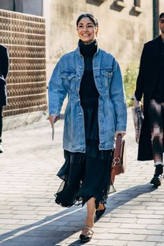 Paris Fashion Week Street Style Breaks All the Rules, So Outfits Just Got a Lot More Fun Ny Fashion Week, Uk Fashion, Womens Fashion Online, Latest Fashion For Women, Paris Fashion, Autumn Fashion, Fashion Edgy, Fashion Brands, Denim Jacket Fashion