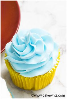 White Chocolate Buttercream Frosting Recipe (Easy with 2 Ingredients) 5 Cupcake Icing Recipe, Cupcake Frosting, Frosting Recipes, Cupcakes, Cake Recipes, White Chocolate Buttercream Frosting, Piping Frosting, Buttercream Flowers, Chocolate Icing Recipes
