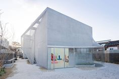 Kukje Gallery / SO - IL. Clean, inviting, intriguing, extending transparency, geometric, yet organic.