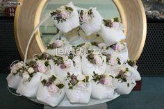 http://www.lemienozze.it/operatori-matrimonio/bomboniere/bomboniere-a-mantova/media/foto/14  Sacchetti con decorazioni floreali per i confetti delle bomboniere del matrimonio