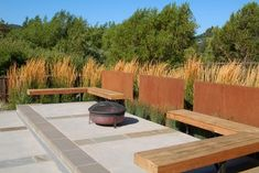Corten steel panels as screen fencing along the edge of a patio by Huettl Landscape Architecture Fire Pit Backyard, Backyard Patio, Backyard Landscaping, Landscaping Melbourne, Backyard Privacy, Built In Seating, Patio Seating, Patio Bench, Seating Areas