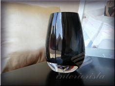 vaso de vidrio color negro