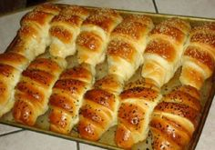 Tie najlepšie maslové rohlíky s vláčnou chuťou pripravené za 15 minút! Bosnian Bread Recipe, Bosnian Recipes, Croatian Recipes, Bread Recipes, Cooking Recipes, Healthy Recipes, Macedonian Food, Czech Recipes, Special Recipes