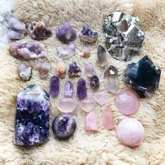 Happy Full Moon Beloveds Here's a lil sneak peek of just some of the inventory that will be up for grabs during my first live sale this Sunday @ 2 pm Pacific Time make sure and tune in! All sales will come with an extra special surprise crystal gift . . . . #belovedminerals #crystalsofig #crystals #gemstones #genuinegemstones #crystalgrid #crystalmandala #selflove #divinefeminine #goddessvibes #spiritjunkie #yogisofig #abmlifeiscolorful #darlingmovement #etsycrystals #goodvibesonly...
