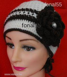Divatos horgolt sapka! Crochet Beanie, Crochet Hats, 3 Hat, Ladies Fashion, Womens Fashion, Beanies, Free Crochet, Facebook, Lady